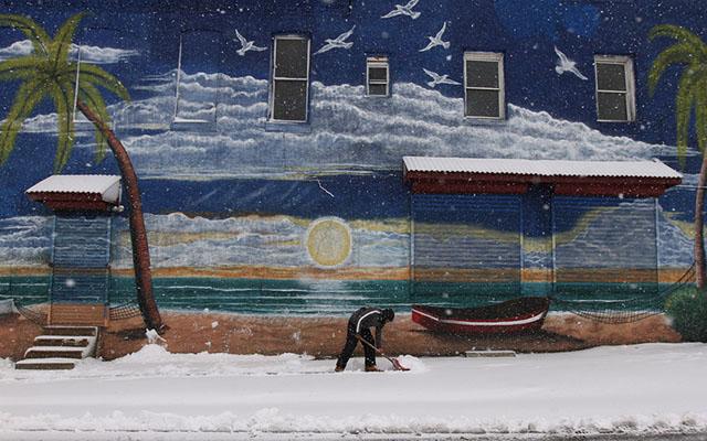 """Ảnh: Miền đông nước Mỹ """"oằn mình"""" chống bão tuyết - 3"""