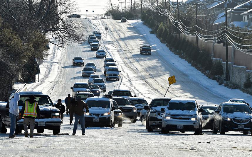 """Ảnh: Miền đông nước Mỹ """"oằn mình"""" chống bão tuyết - 7"""