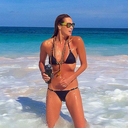 Siêu mẫu 51 tuổi mặc bikini gợi cảm khó tin - 1