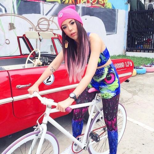 """Nữ ca sĩ Thái Lan rũ sạch vẻ nam tính nhờ """"dao kéo"""" - 3"""