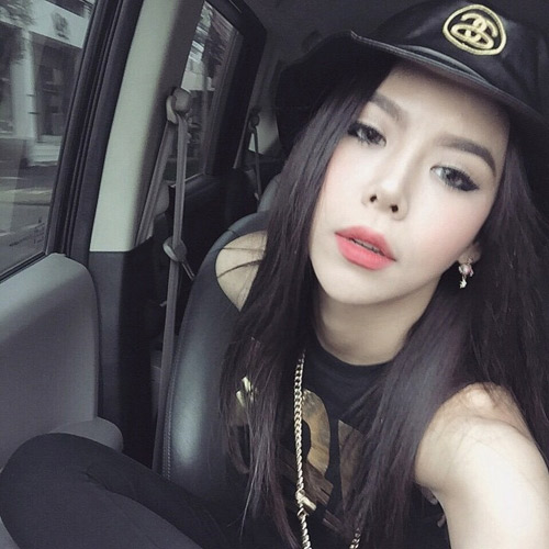 """Nữ ca sĩ Thái Lan rũ sạch vẻ nam tính nhờ """"dao kéo"""" - 4"""