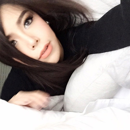 """Nữ ca sĩ Thái Lan rũ sạch vẻ nam tính nhờ """"dao kéo"""" - 5"""