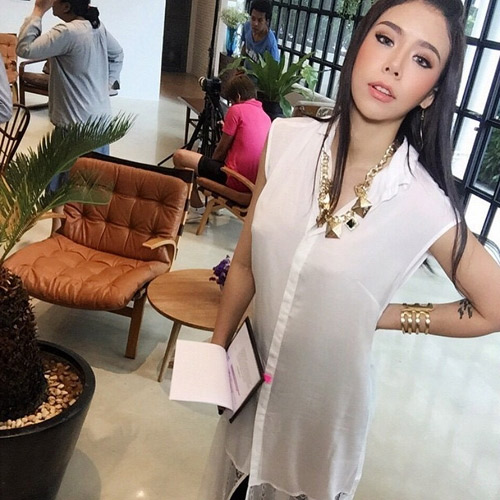 """Nữ ca sĩ Thái Lan rũ sạch vẻ nam tính nhờ """"dao kéo"""" - 8"""