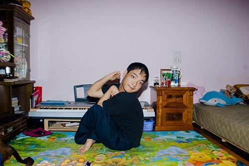 Cảm phục chàng trai bại não sáng tác nhạc bằng chân - 1