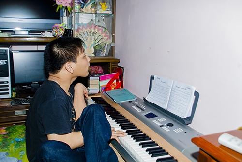 Cảm phục chàng trai bại não sáng tác nhạc bằng chân - 4