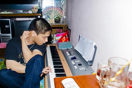 Cảm phục chàng trai bại não sáng tác nhạc bằng chân - 3