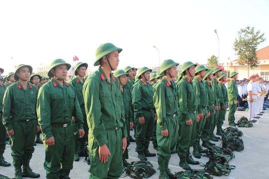 TP.HCM: Cán bộ, công chức cùng lên đường nhập ngũ - 1