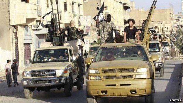 """""""Cuộc đời bị đánh cắp"""" của nữ bác sĩ Syria bị IS săn lùng - 3"""