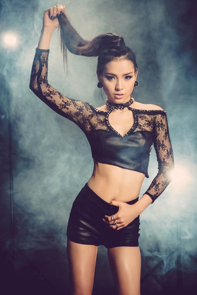 Nữ ca sĩ, diễn viên Phương Trinh Jolie sinh năm 1988