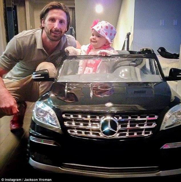 Bố mẹ lợi dụng con trẻ để khoe mẽ sự giàu có - 5