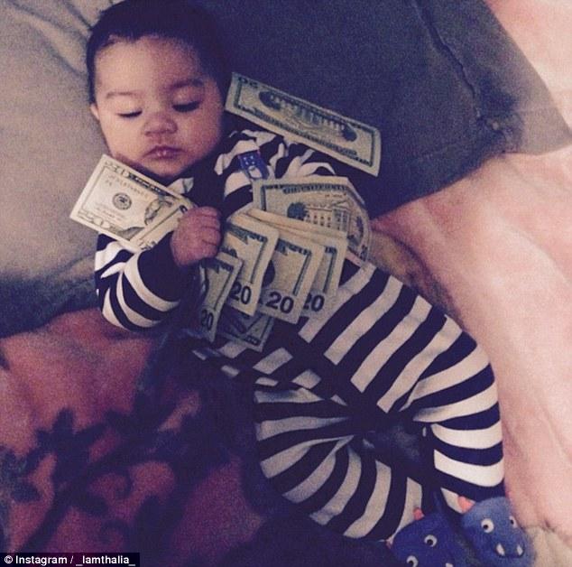 Bố mẹ lợi dụng con trẻ để khoe mẽ sự giàu có - 4