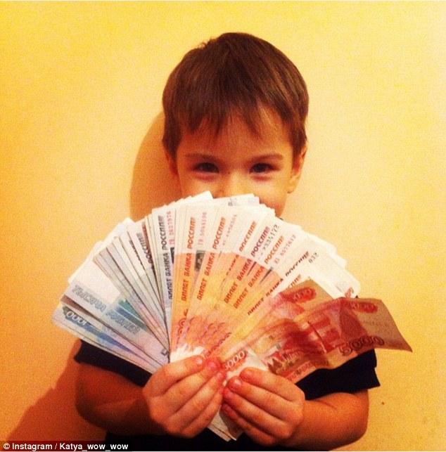 Bố mẹ lợi dụng con trẻ để khoe mẽ sự giàu có - 2