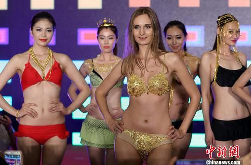 Lạ đời nghề làm hoa hậu giả ở Trung Quốc - 2