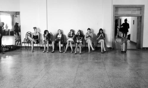 Lạ đời nghề làm hoa hậu giả ở Trung Quốc - 6