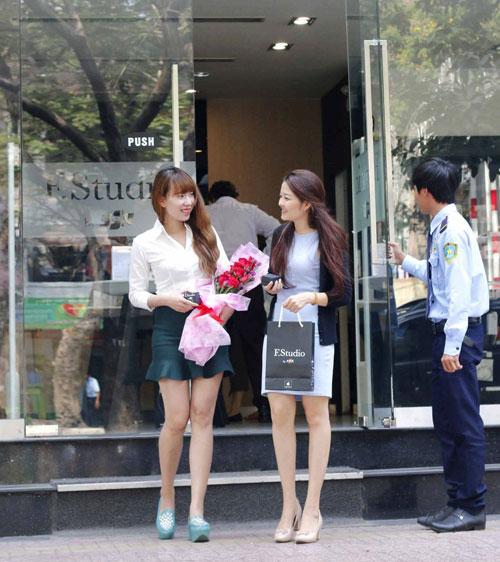 F.Studio by FPT tặng hoa bằng chocolate cho phái nữ dịp 8/3 - 3