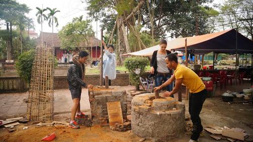 David Phạm – Quang Hòa trổ tài nấu bếp bằng mùn cưa - 1