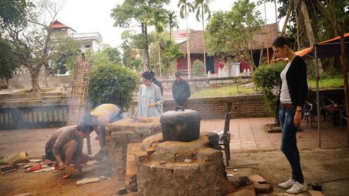 David Phạm – Quang Hòa trổ tài nấu bếp bằng mùn cưa - 3