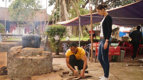 David Phạm – Quang Hòa trổ tài nấu bếp bằng mùn cưa - 4
