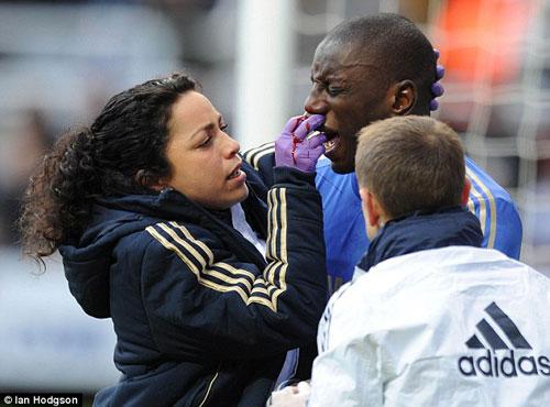 """Bác sĩ của Chelsea bị kỳ thị vì quá """"đẹp"""" - 2"""