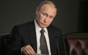 Tổng thống Putin tự cắt giảm 10% lương của chính mình