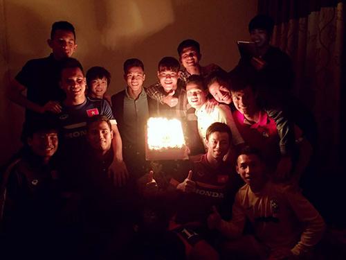 """U23 VN mừng sinh nhật """"người khổng lồ"""" ở hàng thủ - 1"""