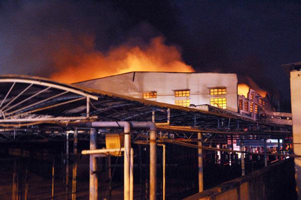 Cháy dữ dội tại công ty sản xuất giày thể thao - 8