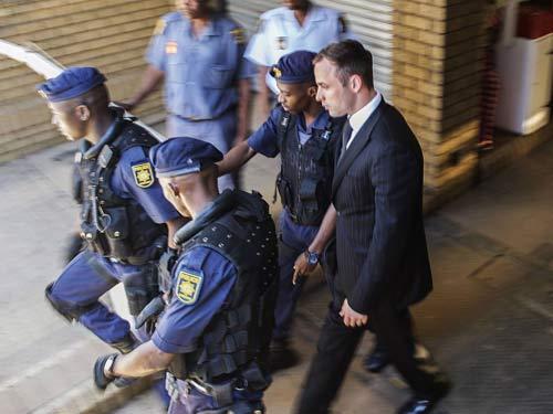 Sợ bị bỏ độc, Oscar Pistorius không dám ăn cơm tù - 1