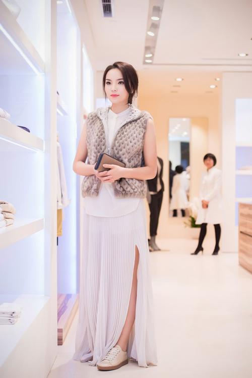 """Top trang phục gây """"ồn ào"""" của người đẹp Việt - 6"""