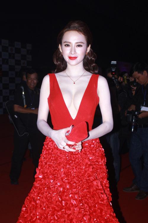 """Top trang phục gây """"ồn ào"""" của người đẹp Việt - 10"""