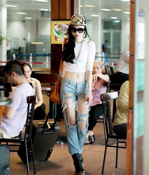 """Top trang phục gây """"ồn ào"""" của người đẹp Việt - 13"""
