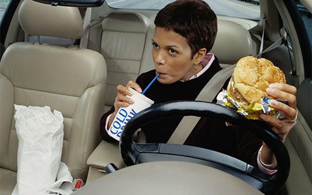 Những luật lệ lái xe kỳ quặc nhất thế giới - 1