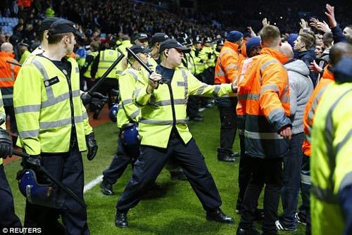 Vỡ sân hãi hùng tại FA Cup - 5