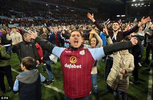 Vỡ sân hãi hùng tại FA Cup - 8