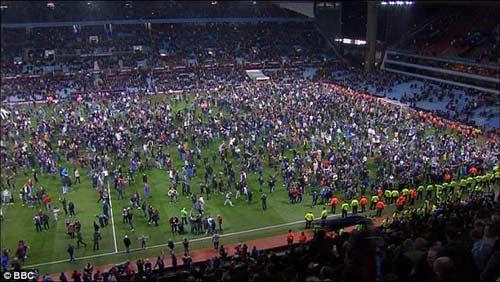 Vỡ sân hãi hùng tại FA Cup - 9