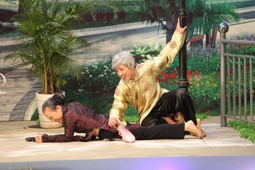 Trấn Thành bất ngờ làm ôsin cho Việt Hương - 2