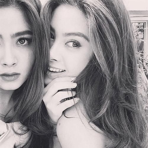 Chị em sinh đôi Thái Lan gây sốt vì vẻ đẹp ngọt ngào - 8