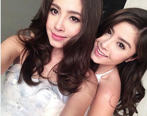 Chị em sinh đôi Thái Lan gây sốt vì vẻ đẹp ngọt ngào - 9
