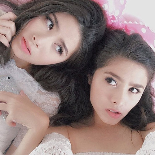 Chị em sinh đôi Thái Lan gây sốt vì vẻ đẹp ngọt ngào - 10