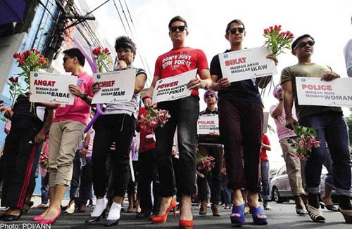 Đàn ông Philippines đi giày cao gót mừng ngày 8.3 - 1