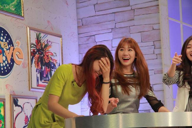 """Clip Hari Won hát """"Qua cầu gió bay"""" rất ngọt - 3"""