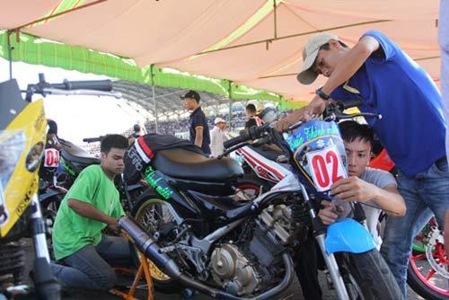 Chật ních khán đài xem giải đua moto Việt đỉnh cao - 2