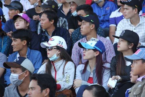 Chật ních khán đài xem giải đua moto Việt đỉnh cao - 3