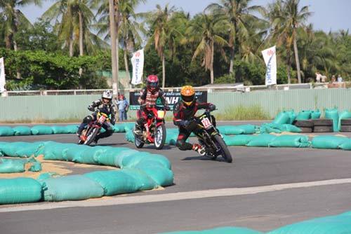 Chật ních khán đài xem giải đua moto Việt đỉnh cao - 6