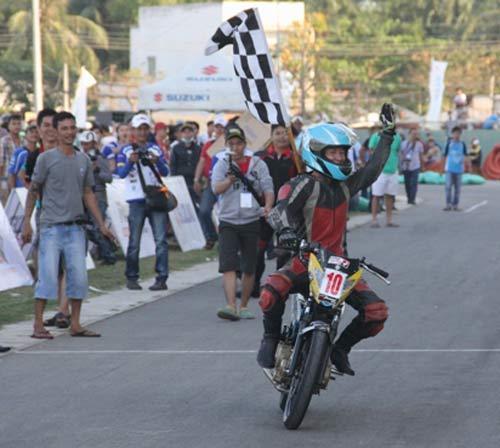 Chật ních khán đài xem giải đua moto Việt đỉnh cao - 12