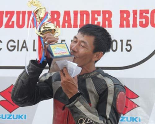 Chật ních khán đài xem giải đua moto Việt đỉnh cao - 13