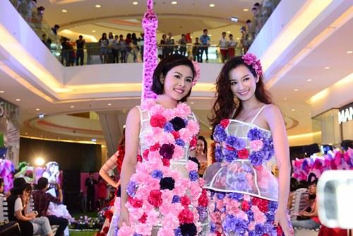 Vân Trang, Trúc Diễm diện váy ngàn hoa cuốn hút - 2