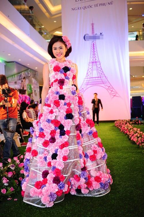 Vân Trang, Trúc Diễm diện váy ngàn hoa cuốn hút - 3