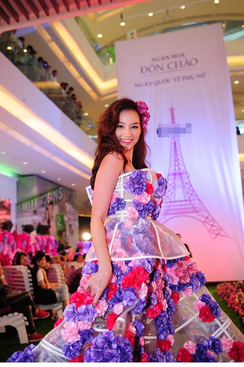 Vân Trang, Trúc Diễm diện váy ngàn hoa cuốn hút - 4