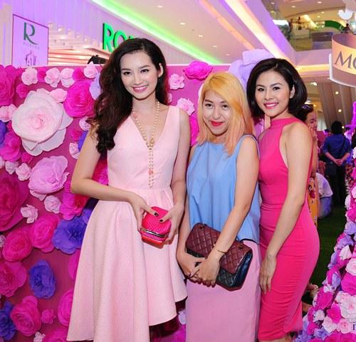 Vân Trang, Trúc Diễm diện váy ngàn hoa cuốn hút - 9