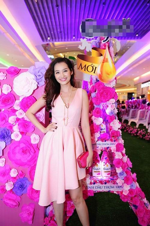 Vân Trang, Trúc Diễm diện váy ngàn hoa cuốn hút - 8